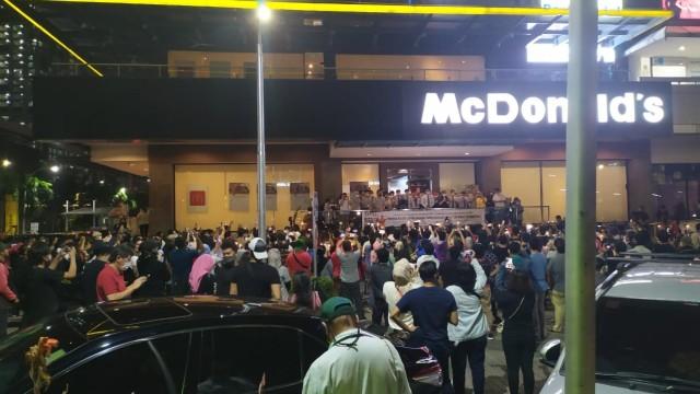 McD Sarinah Tutup Jadi Tontonan Warga Jakarta