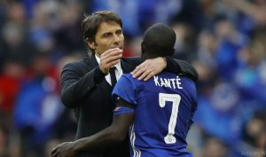 Antonio Conte (kiri) menjadikan Kante (kanan) sebagai target utama transfer Inter Milan musim panas ini.